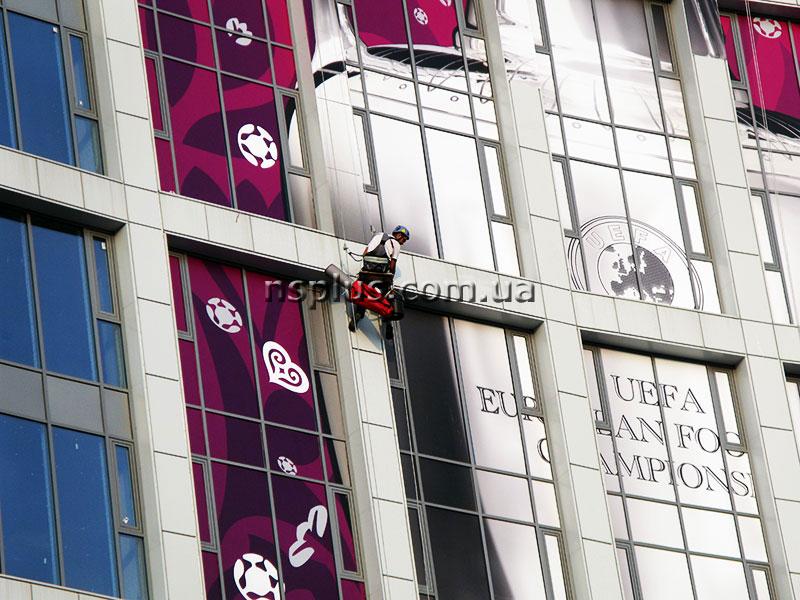 NSK-Olimpiyskiy-Evro-2012---pokleyka-oracal-(6)