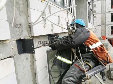 монтаж кронштейнов корзин кондиционеров
